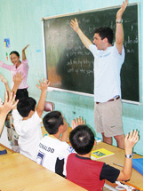 Princeton student Zach Ruchman teaching in a Vietnam Classroom